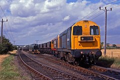 20214+170 with an empty mgr from Barrington Cement Works to King's Lynn at Foxton Exchange Sidings, Cambridgeshire. on 15August1989. (mikul44171) Tags: sentinel foxton barringtoncement 20214 20170