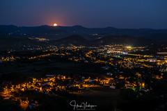 Moonrise above Le Puy (Henk Verheyen) Tags: auvergne france frankrijk landscape landschap moon moonrise le puy city cityscape night avond