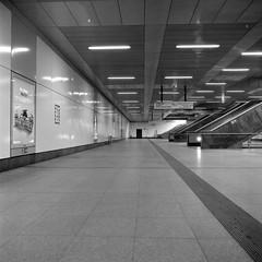 Mezzanine (ucn) Tags: rolleiflexsl66 agfacopexrapid berlin hauptbahnhof zwischengeschoss mezzaninelevel architektur architecture filmdev:recipe=11958 adoxadoluxatm49 developer:brand=adox developer:name=adoxadoluxatm49
