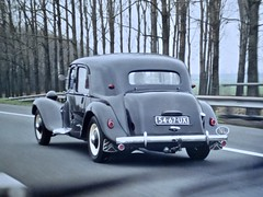 54-67-UX CITROËN 11B Traction Avant Berline Normale 1953/1972 While Driving (ClassicsOnTheStreet) Tags: 5467ux citroën 11b tractionavant berline normale 1953 1972 ta traction citroënta citroëntractionavant 11series 11bn tractionnormale 50s 1950s voiture saloon sedan pkw andrélefèbvre lefèbvre bertoni flaminiobertoni classiccar classic oldtimer klassieker veteran oldie classico gespot spotted carspot motorway a2 everdingen a27 snelweg autoroute autobahn 2018 straatfoto streetphoto streetview strassenszene straatbeeld classicsonthestreet onderweg enroute cwodlp onk ux reproduction reproductie repro kopie copy fotovanfoto analoog analogue 2007