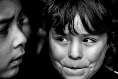 Foto- Arô Ribeiro -3953 (Arô Ribeiro) Tags: nikond7000 nikond40x thebestofnikon nikon blackandwhite blackandwhiteportrait blackwhitephotos bw pb pretoebranco candidportrait portrait arte fineart brazil sãopaulo santiagodochile chile arôribeirofotógrafo