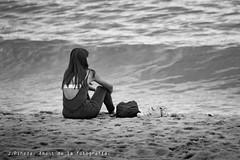 Mirando al mar, soñé...... (J.Pineda66) Tags: mto500 youngwoman mediterranean freedom mystic relax barcelona beach sea sand beauty belleza nikon d610 blackwhite blancoynegro blancinegre bw vintagelens