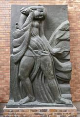 """Muse en respect  - detail of """"Trois Muses, de la frise du Théâtre des Champs-Élysées, 1910-13 (Monceau) Tags: muse woman relief sculpture antoinebourdelle frieze théâtredeschampsélysées detail"""