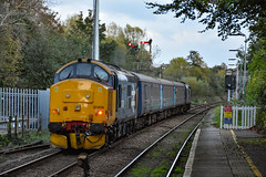 37409 + 37419 - Brundall - 19/10/18. (TRphotography04) Tags: br large logo drs 37409 lord hinton 37419 carl haviland 1954 2012 thrash out brundall working 2p32 1736 norwich great yarmouth one last few ga passenger workings over route before closure for reengineering resignalling reedham junction the semaphores have since been removed