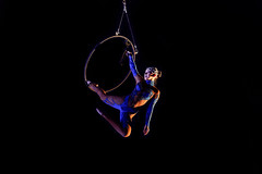 Circus (Zoom in please) : acrobat in action (1/5) (Franck Zumella) Tags: cirque circus spectacle acrobat acrobate dark darkness dim light woman rome roma artiste vol fly artistique grace aerialist 2470 tamron f28 28 서커스 马戏团