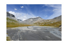 Oberer Segnesboden (balu51) Tags: wanderung landschaft berge hochebene fluss gletscher himmel wolken herbst 24mm blau grau braun hiking landscape mountain river water glacier sky clouds blue grey white yellow brown autumn switzerland graubünden surselva flims september 2018 copyrightbybalu51