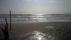 MARINA di PIETRASANTA (cannuccia) Tags: paesaggi akndscape marinadipietrasanta toscana controluce riflessi pozzanghere spiagge mare mareggiate onde sabbia orme grigio