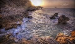 (429/18) A primeras horas (Pablo Arias) Tags: pabloarias photoshop ps capturendx españa photomatix nubes cielo mar agua mediterráneo roca ola movimiento amanecer reflejo sol playa villajoyosa losestudiantes alicante