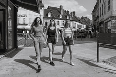 Teen Girls on the Street (x1klima) Tags: beaune départementcôted'or frankreich fr
