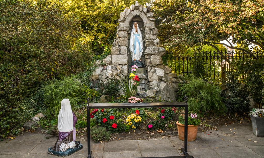 MARIAN GROTTO [SAINT JOSEPH'S CARMELITE CHURCH BERKELEY ROAD DUBLIN]-144994