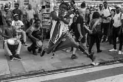 danza africana (samarrakaton) Tags: bilbao astenagusia 2018 bizkaia samarrakaton verano summer nikon d750 gente people urbana urban street callejera 2470 byn bw blancoynegro blackandwhite monocromo jaiak fiestas party