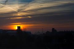Morgenröte (Gajoma) Tags: sonnenaufgang wolkenindustriegebietsilhouettelichtmorgenrot