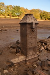 Ornate Gatepost (Sam Tait) Tags: ladyboawer reservoir low water flooded sunken derwent hall ornate gate post drought stone stonework masonry