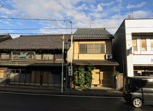 house lots, narrow but deep - similar to old Kyoto