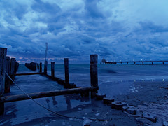 Blaue Stunde am Strand von Zingst (alterahorn) Tags: zingst mecklenburgvorpommern blauestunde bluehour langzeitbelichtung longtimeexposure meer ostsee balticsea strand herbst strandspaziergang olympus olympusomdem1markii olympusmzuiko12100mm mzuiko reisezoom dxo
