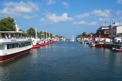 immer noch der Ostsee Urlaub, hier in Warnemünde! (baerchen57) Tags: schiffe boote wolken wasser menschen warnemünde hafen