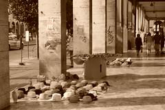 Pisa_2009 (AliceFerretti) Tags: persone people urbano urban fotografiaurbana streetphotography ricordi adolescenza writers seppia sepia summer estate 2009 pisa tuscany toscana ombre luce lights hot caldo shadow fast passaggio passage vendere venditori abusivo cappelli hats colonne panorama città city