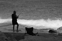 The old man and the ... (Testlicht) Tags: meer strand beach italy tropea fuji acros bw x100f