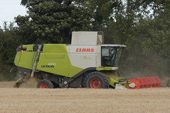 Claas Lexion 670 Montana Combine Harvester cutting Spring Barley (Shane Casey CK25) Tags: claas lexion 670 montana combine harvester cutting spring barley green watergrasshill grain harvest grain2018 grain18 harvest2018 harvest18 corn2018 corn crop tillage crops cereal cereals golden straw dust chaff county cork ireland irish farm farmer farming agri agriculture contractor field ground soil earth work working horse power horsepower hp pull pulling cut knife blade blades machine machinery collect collecting mähdrescher cosechadora moissonneusebatteuse kombajny zbożowe kombajn maaidorser mietitrebbia nikon d7200
