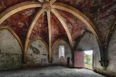 Chapelle abandonnée (Sébastien Blanc) Tags: chapelle urbex abandonnée france voûte arche porte