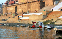 raja ghat workers (kexi) Tags: varanasi india benares asia ghats rajaghat people workers working steps canon february 2017 water river ganga ganges