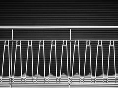simplicite´ (Lunor 61 (Irene Eberwein)) Tags: minimalismus minimalistisch minimalistic minimalist minimalperfection minimalurban architectureurban archiminimal cleanfacade architectureminimal urbandetails urbanlines pattern shadows symmetry architektur urbanoabstracto abstracturbanique urbanity simplicity simplicite ´italy liguria pentax ireneeberwein geometry geometrie bw