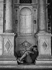 Resting man (Riccardo Palazzani - Italy) Tags: street brescia palazzologgia man old nap piazza rest lombardei ロンバルディ 伦巴第大区 lombardie ломбардия lombardia لومباردي 롬바르디아 italia italie italien italy 이탈리아 италия itália italië イタリア italya 意大利 إيطاليا riccardo palazzani veridiano3 olympus omd em1
