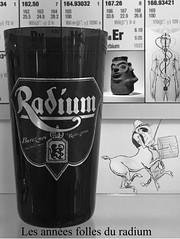 QUAND LES PRODUITS RADIOACTIFS ÉTAIENT EN VOGUE...Les fontaines au radium ou émanateurs au radium étaient utilisés dans la première moitié du 20ème siècle pour enrichir l'eau avec du radon, descendant du radium. (bernawy hugues kossi huo) Tags: bâle alchimie pharmacie médicament laboratoire pharmacien radium fontaine eau lourde substance
