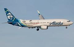 Alaska Airlines Boeing 737-890 N536AS (Fasil Avgeek (Global Planespotter)) Tags: alaska airlines boeing 737890 n536as air airways airport dca kdca 737800 jet aircraft airplane airliner jetliner russell wilson