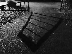 Nos (Rhisiart Hincks) Tags: lloegr england sasana brosaoz ingalaterra angleterre inghilterra anglaterra 英国 angletèrra sasainn anglie ue eu ewrop europe caerlŷr leicester braunstonepark braunstonehall llidiart hesiate gât gate kloued cysgodion itzalak skeudoù shadows ombres dubharan scáthanna blancinegre duagwyn gwennhadu dubhagusgeal dubhagusbán blackandwhite bw zuribeltz blancetnoir blackwhite monochrome unlliw blancoynegro zwartwit sortoghvid μαύροκαιάσπρο feketeésfehér juodairbalta oidhche oíche noz nos nuit night gau noche maesparcio carrchlós carpark parkkirri pàircechàiraichean aparkalekua parkplatz parkeerplaats parking automašīnustāvvieta ავტოსადგომზე parkoviště aparcamiento parkla otopark