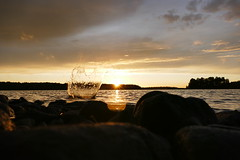 Am Abend (Micha grobach-downtown) Tags: scandinavia nature water sunset spritzer splash schweden see sonnenuntergang abendstimmung urlaub fantasticnature