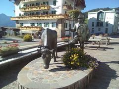166 scultura a vigo di fassa trentino alto adige (ERREGI 1958) Tags: vigo fassa trentino alto adige scultura dolomiti alpi sud tirol panorama paesaggio