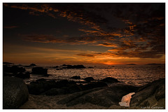 Nubes de un atardecer.... (Juan M. Galiñanes) Tags: atardecer solpor omorrazo sunset autumnsunset sun nubes puestadesol orange seascape sea atlántico atlanticocean