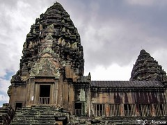 180726-098 Tours d'Angkor (clamato39) Tags: angkor angkorwat cambodge cambodia asia asie ciel sky clouds nuages temple religieux religion voyage trip bâtiment building historique historic history patrimoine