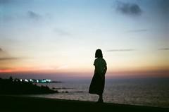 Pentax Sp Kodak Ultramax400 (alinak4) Tags: film filmphoto filmphotography filmcamera 35mm 35mmphotography 35mmfilm analogue analoguecamera analoguephotography pentax pentaxsp spotmatic kodak kodakultramax400 ultramax400 sunset redsky seaside seashore seascape girl backview outdoors lonely summer quiet sombre dress silhouette フィルム写真 フィルムカメラ フィルム пленка 필름 제주 제주도 korea travel night nightlights bokeh