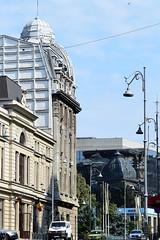 Edificio y reflejo (Bucarest, Rumanía, 23-8-2018) (Juanje Orío) Tags: 2018 bucarest românia rumanía valaquia reflejo reflection calle europa europe europeanunion unióneuropea
