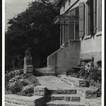 Archiv R484 Haus mit Steinterrasse, 1950er thumbnail