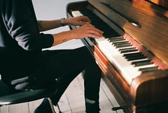 Amadeus, Copenhagen (moa.garpendal) Tags: canonae1 portra160 people music piano film 36mm