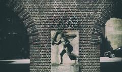 Fackelläufer (michael_hamburg69) Tags: hamburg germany deutschland sculpture skulptur figur fassade hausfassade wand male steinstrasse altstädterhof kontorhaus kontorhausviertel sandstein sculptor bildhauer richardkuöhl fackelläufer olympia1936 olympiade relief fackelträger 193637nachplänenvonrudolfklophaus
