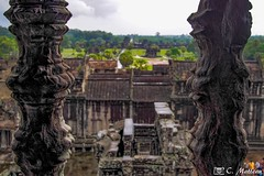 180726-114 À travers les barreaux (clamato39) Tags: angkor angkorwat cambodge cambodia temple religieux religion bâtiment building asia asie voyage trip ancient ancestrale historique historic history