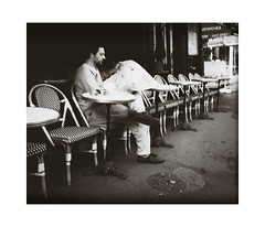 Morning in Paris (Thomas Listl) Tags: thomaslistl blackandwhite noiretblanc biancoenegro monochrome tone dark mood atmosphere street urban paris france rough peolple human newspaper paper café outside diagonal lonely solitude morning breakfast ngc