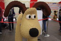 Cracking Build Gromit! (charliejb) Tags: gromitunleashed2 wallaceandgromitsgrandappeal wallaceandgromit gu2 bristol cribbscauseway sculpture 2018 lego gromit dog exhibition