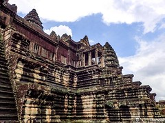 180726-093 Angkor Wat (clamato39) Tags: angkor angkorwat cambodge cambodia asia asie ciel sky clouds nuages temple religieux religion ancient ancestrale old oldbuilding voyage trip patrimoine
