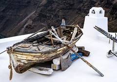 8 años despues (Nebelkuss) Tags: santorini grecia greece greekislands islasgriegas fira barca boat row remo fujixpro1 fujinonxf35f14