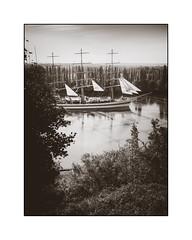 Le Mir, le grand départ (SiouXie's) Tags: mir lemir fujix20 fuji fujifilm siouxies duclair seine bateau boat voilier russe noiretblanc blackwhite bw