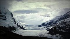 Entrance to the icefield (Athabasca Glacier, Canada) (armxesde) Tags: pentax ricoh k3 canada kanada jasper jaspernationalpark rockymountains alberta mountain berg schnee snow gletscher glacier columbiaeisfeld columbiaicefield athabascaglacier athabascagletscher wolke cloud felsen rocks eis ice