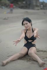 伊芙琳 (玩家) Tags: 2018 台灣 台北 洲子灣 人像 外拍 正妹 模特兒 比基尼 海邊 沙灘 海灘 泳裝 伊芙琳 樂樂 戶外 定焦 無後製 無修圖 taiwan taipei portrait glamour model girl female bikini outdoor d610 85mm prime