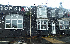 Top Star - Horseley Heath, Tipton (ell brown) Tags: tipton blackcountry sandwell westmidlands england unitedkingdom greatbritain horseleyheath pub publichouse topstar rain raining tamerd