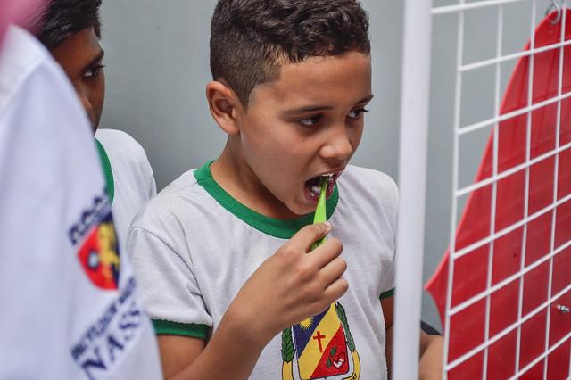 Ação social de odontologia na escola Altair Porto