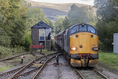 Sugar Loaf Mountaineer railtour at Pantyffynon, 23rd September 2018 (Dai Lygad) Tags: trains railways railroads pantyffynon carmarthenshire wales cymru uk 37605 unitedkingdom greatbritain class37 blue locomotives engines sugarloadmountaineer pathfindertours railtour excursion 23september 2018 birminghamnewsttobynea locohauled special signaller signalbox signalman photos photography photographs pictures images stock viewof jeremysegrott geotagged flickr canon 80d camera forwebsite forwebpage forblog forpowerpoint forpresentation
